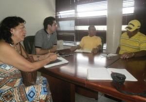 Comunistas del Tolima se reúnen con secretario de Gobierno para hablar de paz y Derechos Humanos (El secretario de gobierno con los miembros de la comisión. Foto nelosi.